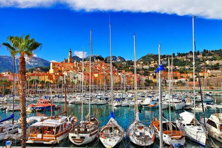 프랑스의 남쪽에 망통 - 아름다운 마을 스톡 콘텐츠
