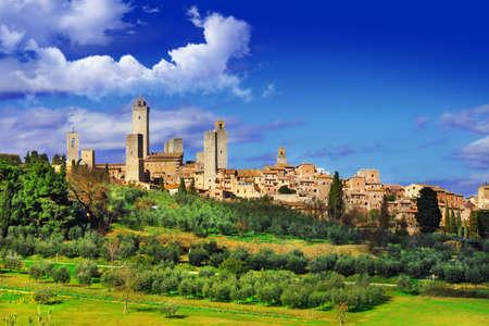 San Gimigniano - prachtig middeleeuws stadje in Toscane Stockfoto - 26621214