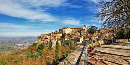 Todi - borgo medievale in Umbria, Italia