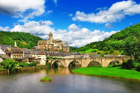 Estaing - l'un des plus beaux villages de France Banque d'images - 30950374