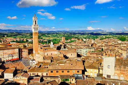 Médiéval magnifique ville de Sienne, en Toscane, Italie Banque d'images - 32648857