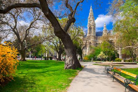 中央市庁舎ウィーンの美しい公園 写真素材