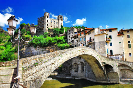 Dolceacqua - リグーリア州イタリアの中世の村 写真素材
