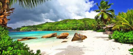 stranden van het eiland van de Seychellen. Takamaka, Mahe Stockfoto