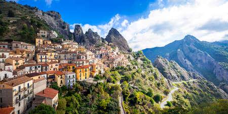 Castelemezzano - magnifique village de montagne en Basilicate (Italie) Banque d'images - 37761095