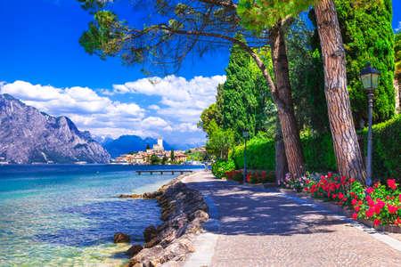jezior: Scenic krajobraz Lago di Garda, Malcesine. Itlay