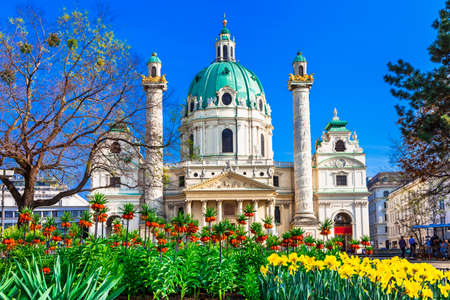 Karlskirche - 비엔나 우아한 바로크 양식의 교회 스톡 콘텐츠