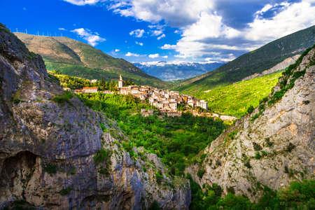 イタリア アブルッツォの山間の村 写真素材
