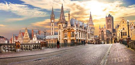 夕日の美しい中世のゲント。ベルギー