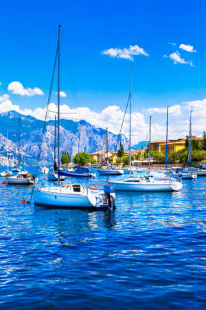 sirmione: Lago di Garda - sailng boats. Italy Editorial
