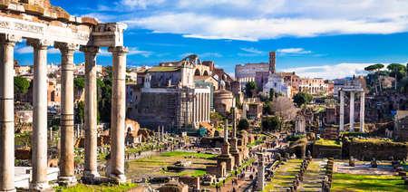 偉大なローマのフォーラムのパノラマ風景。ローマ、イタリア 写真素材