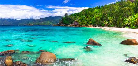 playas tropicales: paraíso turquesa de las islas Seychelles Foto de archivo