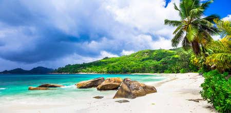 blancas playas de Seychelles - paraíso tropical Foto de archivo