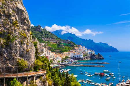 Magnifique côte amalfitaine, Italie Banque d'images - 48996988