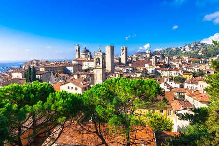 Vue médiéval de Bergame, Italie Banque d'images - 48997136