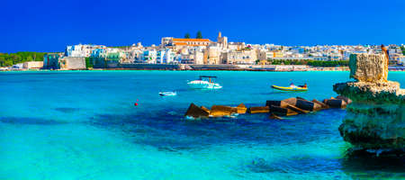 이탈리아 휴일 - 푸른 바다, Puglia와 Otranto 스톡 콘텐츠 - 48857870