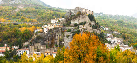 molise: medieval impressive villages of Ita; y - Cerro al Volturno, Molise Stock Photo