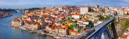 dom: vue panoramique de la belle ville du Portugal Porto