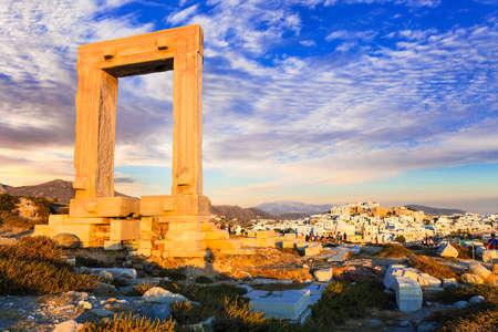 Monumenten van Griekenland - Antieke Potara-poorten in Naxos-eiland Stockfoto
