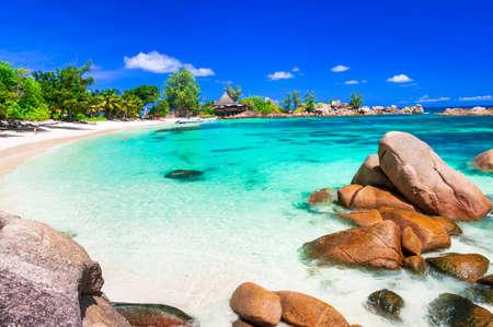 playas tropicales: playas tropicales escénicas de las Seychelles, Isla de Praslin