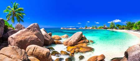 Increíble paisaje de playa tropical - las islas de Seychelles Foto de archivo - 64898639