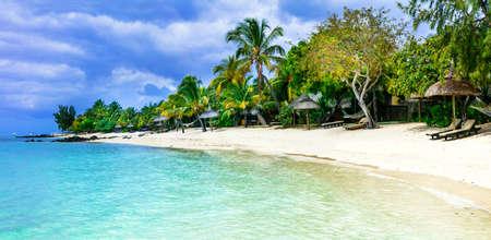 playas tropicales: paraíso tropical en la playa de Isla Mauricio island.Le Morne. Foto de archivo