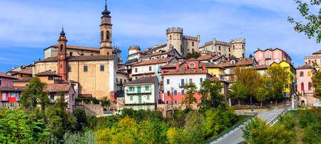 美しい中世の村イタリア、ピエモンテ、カスティリオーネ ・ ダスティ