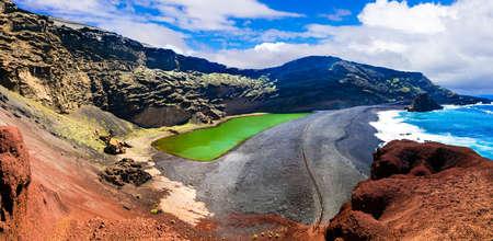 Ongelooflijk vulkanisch landschap in het eiland Lanzarote, Canarische Eilanden, Spanje. Stockfoto