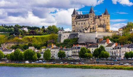 Saumur, 마 및 오래 된 성, 루 아르 밸리, 프랑스의 파노라마 전망. 스톡 콘텐츠