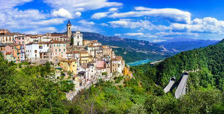 美しい Colledimezzo 村、イタリア アブルッツォ州。