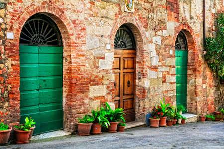 Oude strets van Italiaans dorp, Spello, Umbrië. Stockfoto