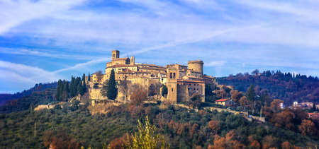 美しいグアルド カッタネーオ村、パノラマ ビュー、ウンブリア州、イタリア。