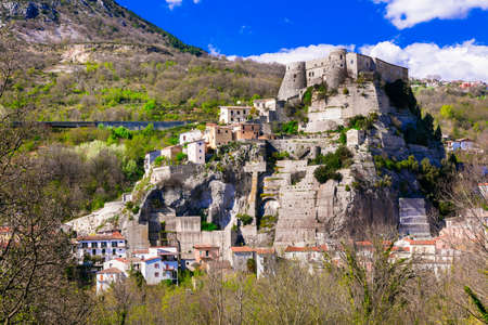 Traditional Cerro al Volturno village, panoramic view, Molise, Italy. Imagens