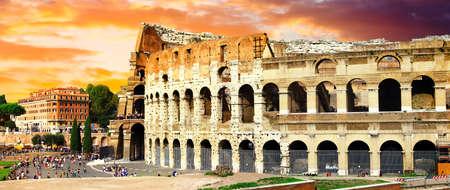 Landmark of italy, impressive Colosseum over sunset, Rome, Italy. Standard-Bild