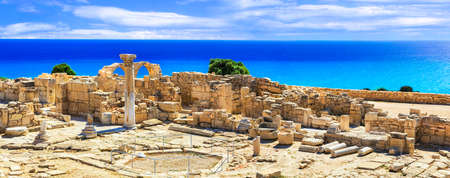 Ancient ruins at azure sea, Kourion archeological site, Cyprus island. Archivio Fotografico