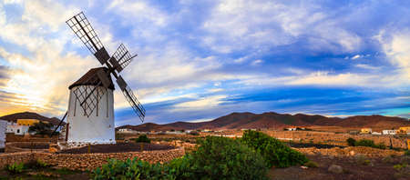 Traditional windmill in Fuerteventura island, Spain. Standard-Bild - 121273244