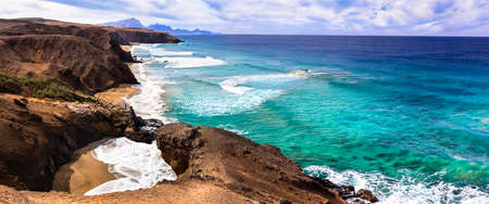 Impressive volcanic landscape, view of the turquoise sea and mountains, La Pared, Fuerteventura island, Spain Banque d'images