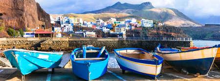 Barcos de pesca tradicionales en Puerto de Sardina, Gran Canaria, España Foto de archivo