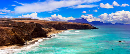 Impressive unspoiled beaches of Fuerteventura island. La Pared beach -popular spot for surfing. Canary islands Banque d'images