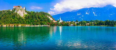 Beautiful romantic lake Bled. view with castle over the rock. Popular tourist destination in Slovenia Zdjęcie Seryjne