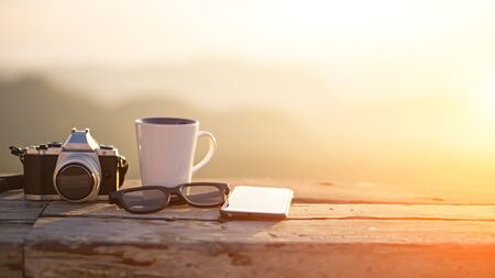 Cup with tea on table over mountains landscape with sunlight vintage. Beauty nature background Foto de archivo