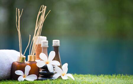 Spabehandeling en massage, Thailand, soft en select focus, Greenery Tone 2017
