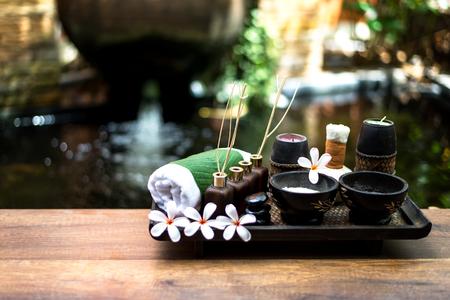 Thai Spa masaje compresas bolas, bola de hierbas y spa de tratamiento, relax y cuidado saludable con flor, Tailandia. Concepto Saludable. seleccionar enfoque