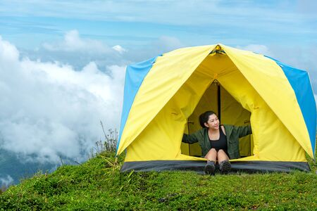 Happy traveler lifestyle women on vacation camping on forest mountain, Thailand. Travel holiday Concept Banco de Imagens