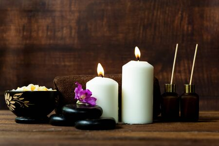 Thai spa massage. Spa body treatment and beauty wellness. Therapy aromatherapy for body women with candles for relax spa massage and wellness setting ready healthy lifestyle. Foto de archivo