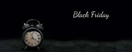 Clock on black Banque d'images