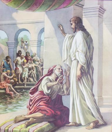 CHIANGMAI, TAILANDIA - el 11 de noviembre de 2016. La imagen impresa de Jesús curaba hombre enfermo en la piscina de Bethesda en la Iglesia de Grace Chiangmai, Tailandia. Impreso desde mediados del siglo XIX. Originalmente por artista desconocido. Editorial