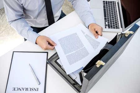 Insurance concept, businessman signing a car insurance policy. Foto de archivo