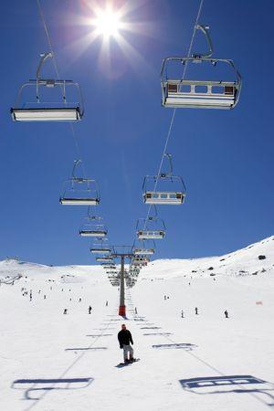 ski slopes: Piste da sci e seggiovie della stazione Prodollano sci nelle montagne della Sierra Nevada, in Spagna