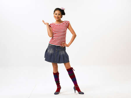 minijupe: Jeune femme portant mini jupe
